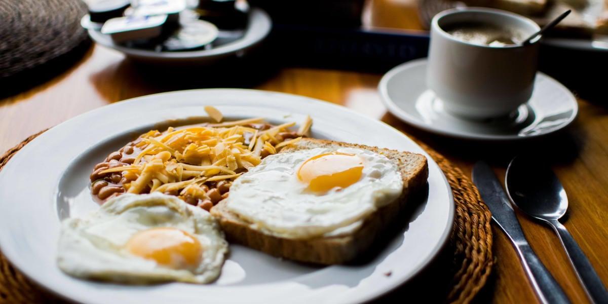 Æg, bønner og brød er alle kilder til folat