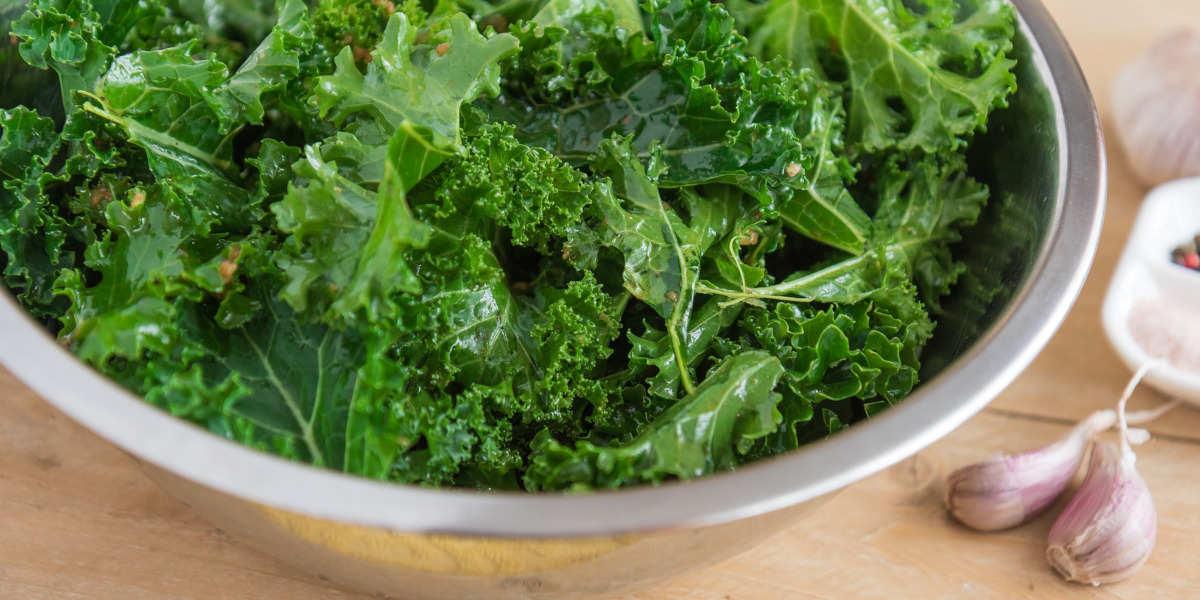 Kål er rig på vitamin b9 i dets naturlige folat form