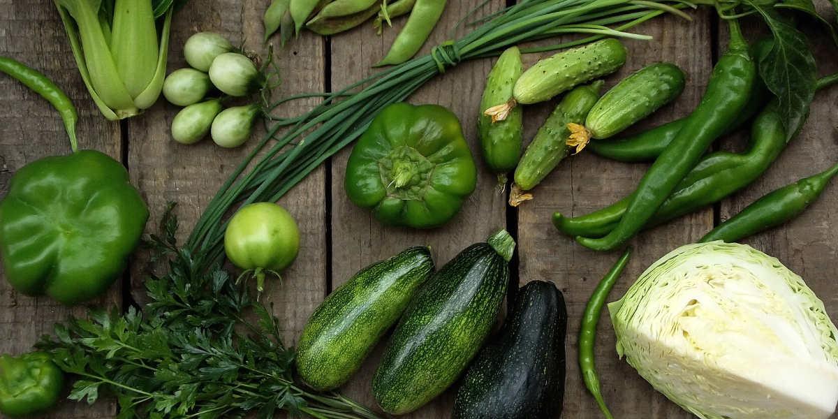 Grønne grøntsager er en af de primære kilder til kulhydrater i keto madpyramiden
