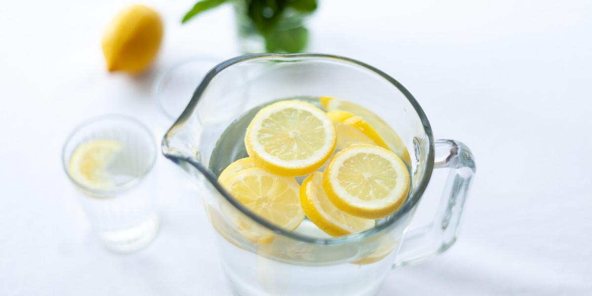 Vand med citron er et godt valg, når du er på keto diæt